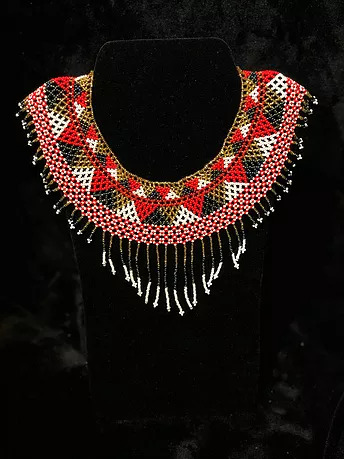 Cuadros rojo beaded necklace